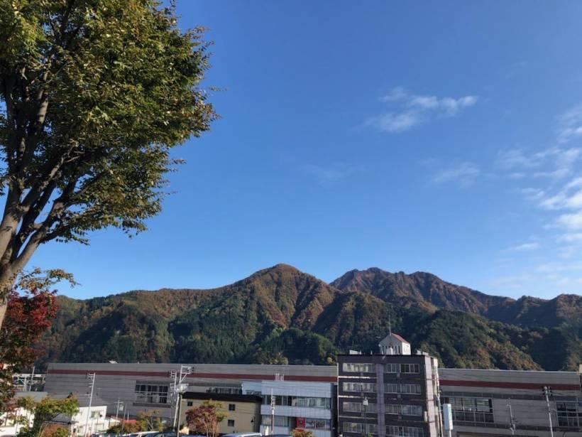 秋晴れの湯沢☆今が紅葉の盛りです♪